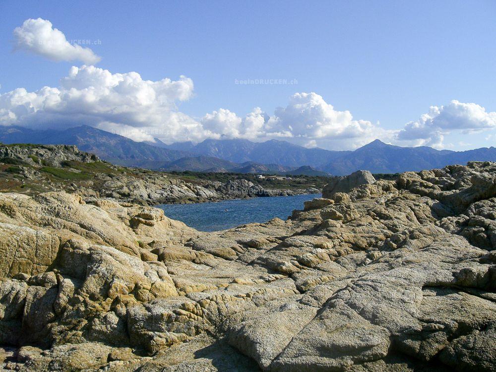 Steinküste am Meer