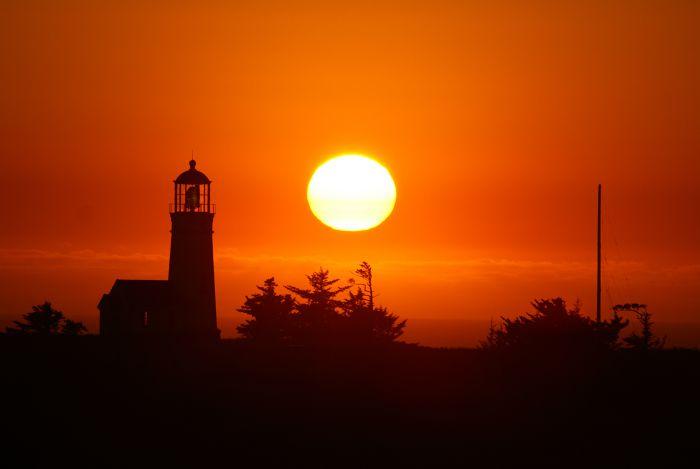 Leuchtturm mit Sonnenuntergang