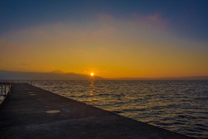 Sonnenuntergang am Zugersee (Winter mit Nebel)